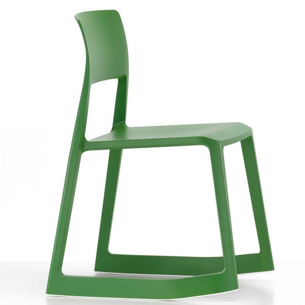 Tip Ton, stolička, dizajn Berber Osgerby, Vitra, tvrdený plast, 78,6 × 50,9 × 55,5 cm, 225 €,  www.kabinetkabinet.sk