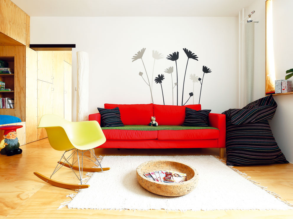 Víťazom CE.ZA.AR 2013 v kategórii interiér sa stal tento 1-izbový panelákový byt v Nitre