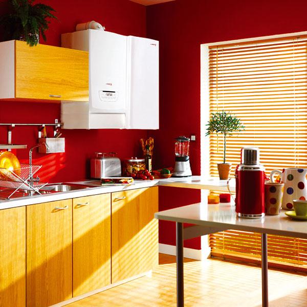Kotol azávesný zásobník bývajú dizajnovo zosúladené, preto možno zásobník bez problémov umiestniť vedľa kotla vpravo či vľavo. Po prepojení zásobníka skotlom možno priamo na displeji kotla alebo izbového regulátora voliť požadovanú teplotu vody vzásobníku.