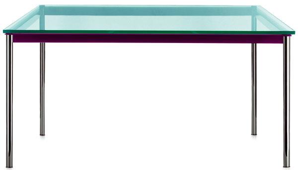 Nadčasový stôl LC10-P so sklenenou doskou aoceľovou konštrukciou dnes vyrába talianska firma Cassina, ktorá získala práva na realizáciu Le Corbusierovho nábytku v polovici 50. rokov. Vroku 1984 upravila návrh na reedíciu jeho spoluautorka Ch. Perriandová, vtedy 81-ročná. Dnes sa vyrába s konštrukciou vsiedmich farebných verziách. 1 380 €, Cassina