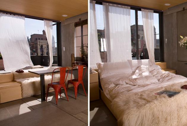 Kľúčom k tomu, aby zostal aj priestor celý, aj nábytok použiteľný, sú väčšinou metamorfózy, kombinácie, zlučovanie funkcií a hra na skrývačku. Tu si napríklad môžete vybrať, či ste v posteli, alebo za stolom. Ak tú posteľ, samozrejme, nájdete. 🙂 Takéto riešenia fandia skôr čistým minimalistickým a hlavne praktickým líniám samotnej nábytkovej skladačky. Zvýraznia ju doplnky. Často sú tiež praktickou nevyhnutnosťou ako tieto červené stoličky.