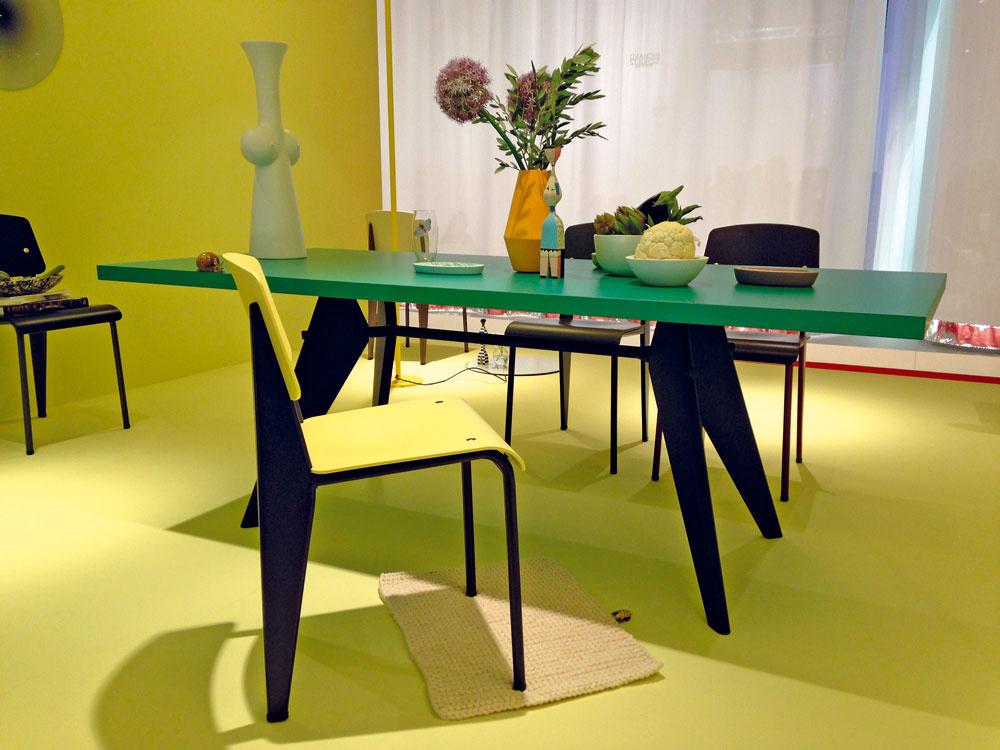 Spoločnosť Vitra priniesla do Milána okrem nových produktov najmä novú farebnú škálu a pestré farebné kombinácie. Príkladom bola expozícia ikonických kusov nábytku, ktoré navrhol Jean Prouvé v roku 1950, ale v novej palete pastelových farieb.