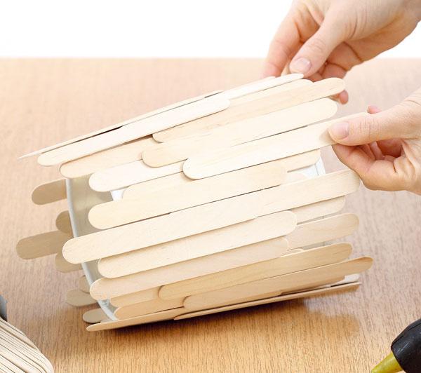 Nalepte druhý, prípadne aj tretí rad lopatiek tak, aby pôvodné tienidlo bolo celkom zakryté.
