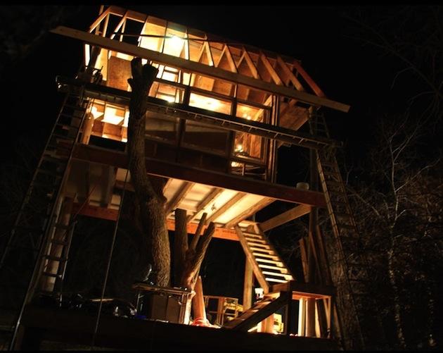Drevené obloženie vytvára útulné a teplé prostredie.