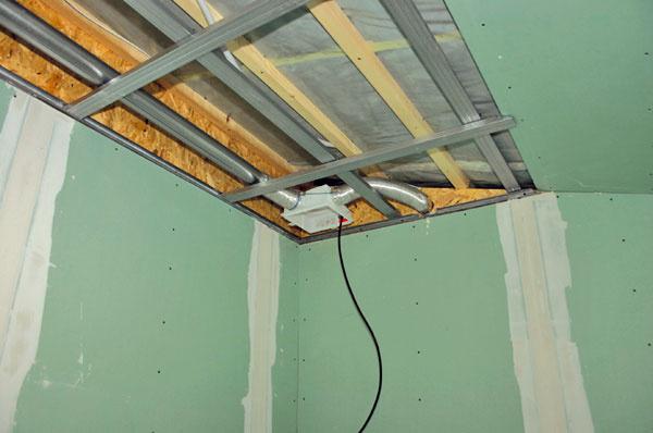 Nútené vetranie pomocou ventilátorov zabezpečuje hygienickú výmenu vzduchu vo všetkých miestnostiach agarantuje tak suché steny bezplesní. Za normálnych okolností by sa vlhkosť rozšírila zkúpeľne do spálne, čo je jednoznačne nežiaduci jav.