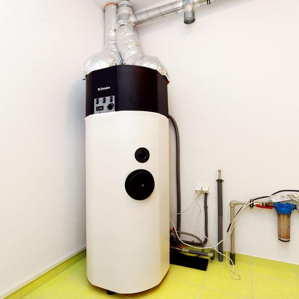 Rekuperácia je nastavená tak, že zodvádzaného vzduchu, ktorý sa privádza do rekuperátora, sa odoberá teplo na dohrievanie privádzaného čerstvého vzduchu aohrev pitnej vody. Schladený na 5 °C sa potom vyfukuje von.