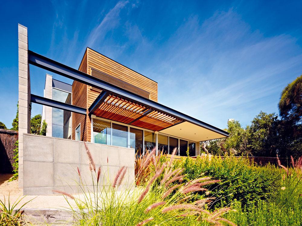 Asymetrický dom na nepravidelnej parcele vyniká nádherným výhľadom
