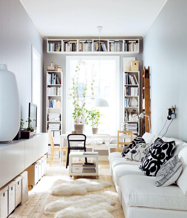 Ak sa nebojíte bielej, použite ju nielen na steny, ale aj na nábytok. Aby priestor nepôsobil sterilne, zvoľte doplnky adekorácie vo výraznejších farbách. Čierno-bielou klasikou určite nič nepokazíte.