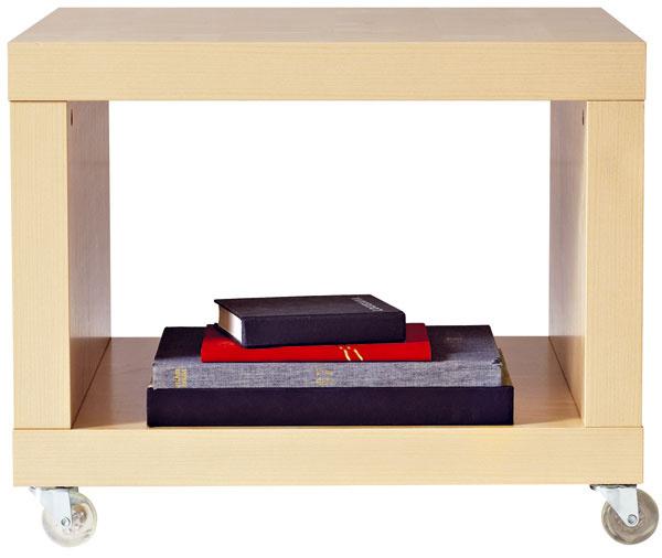 Lack, stolík na kolieskach sotvoreným úložným priestorom, brezový efekt, 55 × 55 cm, 24,99 €, IKEA