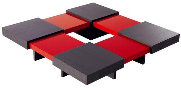 Translation, rozkladací konferenčný stolík, dub vo farbe ebenového dreva, lesklý lak červený, biely alebo guava, 90/130 × 90/130 cm, 2 407 €, Ligne Roset
