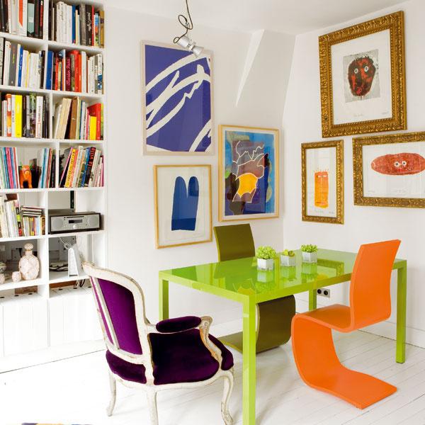 Tri optimistické farby, svieža oranžová, zelená abiela, spolu vytvárajú silný vizuálny efekt aočividne popierajú zaužívané pravidlo, že výrazné farby do malého priestoru nepatria.