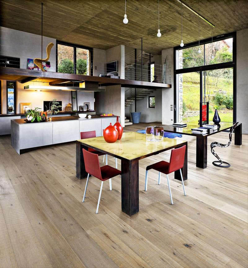 Kolekcia Artisan, dekor Dub Saw biely: Trojvrstvové drevené parkety dobre pohlcujú hluk (foto Kährs/predáva KPP)