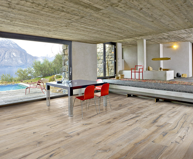 Kolekcia DaCapo: Jednolamelové drevené parkety v dekore Dub Indossati sa vyznačujú vylepšenými akustickými vlastnosťami (foto Kährs/predáva KPP)