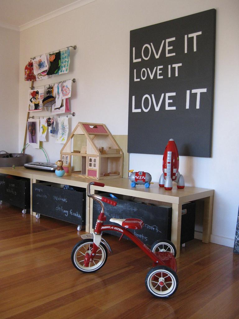 Malí umelci si ešte viac užívajú, keď sa realizujú na nábytku. Tak im ho prispôsobte...
