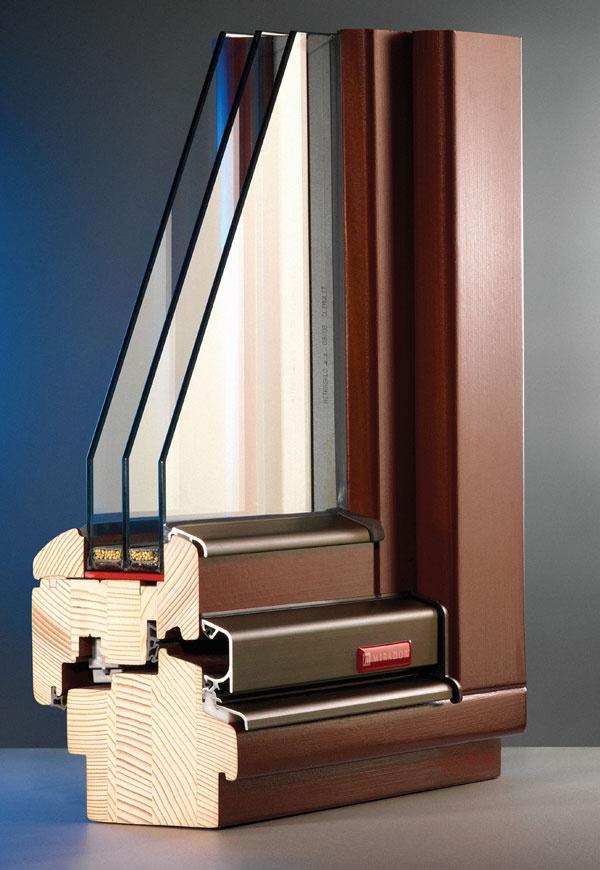 Zasklenie izolačným trojsklom má výrazný vplyv na zníženie úniku tepla:  rez dreveným oknom