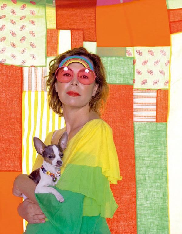 Agatha Ruiz de la Prada  (22. júl 1960, Madrid) Španielska módna návrhárka amatka dvoch detí, jedna znajznámejších španielskych osobností svetového módneho priemyslu. Jej meno je dnes dizajnérska značka podpísaná nielen pod extravagantnými aodvážnymi kolekciami oblečenia adoplnkov, ale aj pod dizajnom nábytku či elektrospotrebičov. Jej jedinečný pohľad na svet oblečenia adizajnu je neprehliadnuteľný.  Vroku 2004 získala vTaliansku cenu Fashion Oscar pre najlepšieho zahraničného módneho návrhára. Vroku 2006 začala navrhovať aj detské ihriská a nábytok pre mládež.