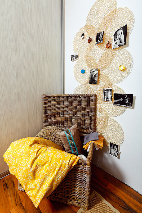 Kôš BYHOLMA, 59,90 €; vankúš MALIN FRANSAR, 12,99 €; prestieranie SNÄR, 1,49 €; posteľné obliečky AKARTISTEL, 14,99 €; koberec EGEBY, 80 × 140 cm, 19,99 €; všetko IKEA