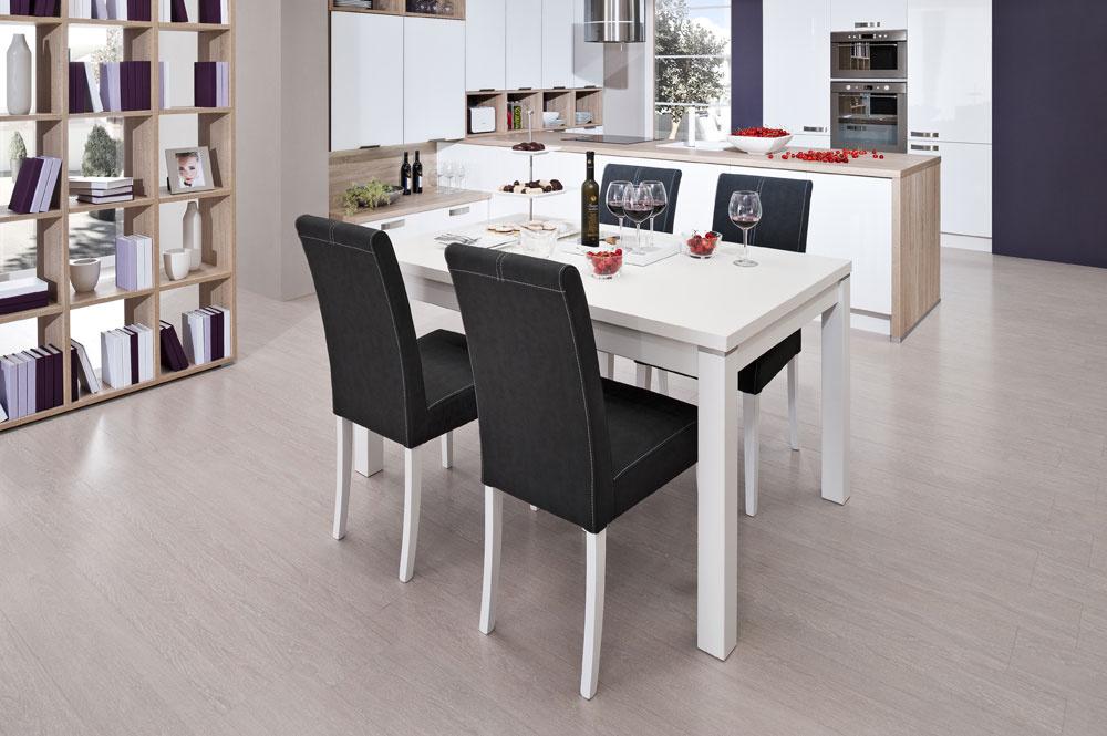 Stôl Atila a stolička Silvia