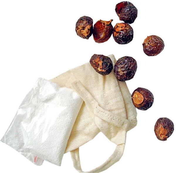 Mydlové orechy sú plodom stromu Sapindus Mukorrosi, ktorý rastie na úpätí Himalájí v Indii a Nepále. Sú čisto rastlinného pôvodu a z obnoviteľných zdrojov. Šetria farby, sú vhodné aj na jemnú bielizeň, vhodné pre alergikov, pranie s nimi je lacnejšie, ekologické. Mydlové orechy BIO – testovací set, 0,99 €, www.ekomarket.sk
