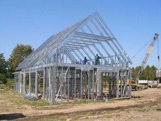 Oceľová konštrukcia Lindab použitá pri výplní obvodových stien veľkých stavieb ako je napr. Ford Centrum