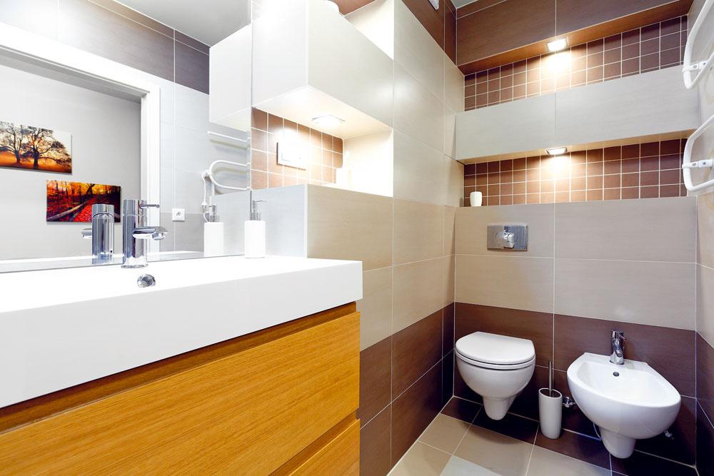 Niky majú niekoľko výhod: jednoduchú kúpeľňu oživili, možno na ne uložiť rôzne drobnosti, ktoré potrebujete mať poruke, askryli zvislé vedenia vstúpačke.