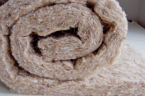 Vponuke sú aj čisto prírodné tepelnoizolačné materiály: b) rohože zkonope