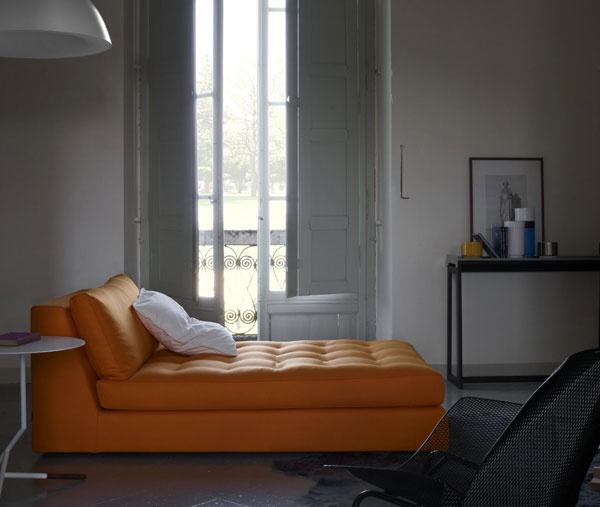 … alebo si ľahnite na krásnu leňošku Exclusif, ktorú navrhol vDidier Gomez pre Ligne Roset,a vychutnajte si lenivú atmosférou naokolo. (foto: Ligne Roset)