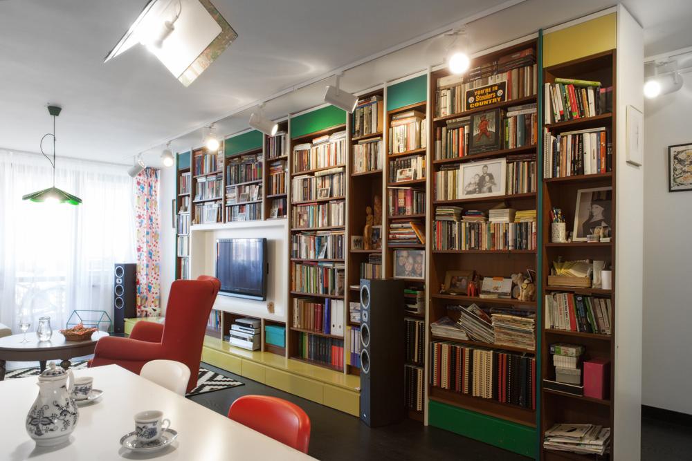 V novej knižnici je možné nielen čítať, ale i pozerať televíziu či počúvať hudbu.