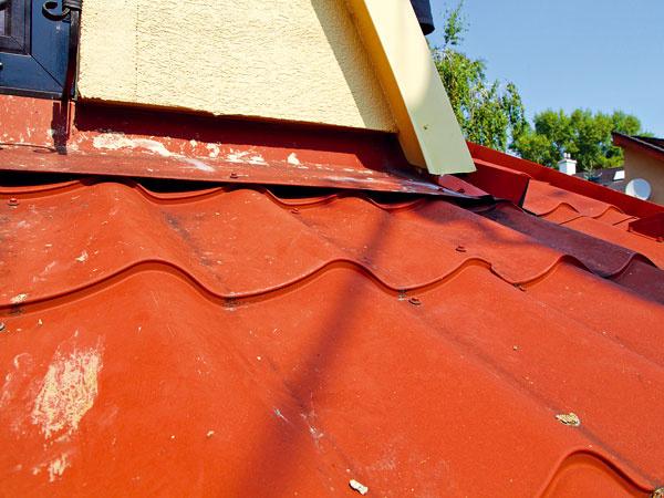 Všetko o vašej streche 3.časť  – skrutky na plechovej streche musíte doťahovať