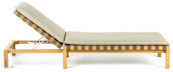Mistral, kreslo, Roda, masívny tík, textilné popruhy, čalúnené sedáky, orientačná cena 2 850 €, showroom Stopka