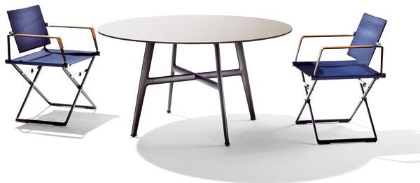 SeaX, séria záhradného nábytku, Dedon, dizajn Jean-Marie Massaud, priemer stola 140 cm, výška 76 cm, stolička 69 × 56 × 81,5 cm, cena na vyžiadanie upredajcu, Zeno, Atrium