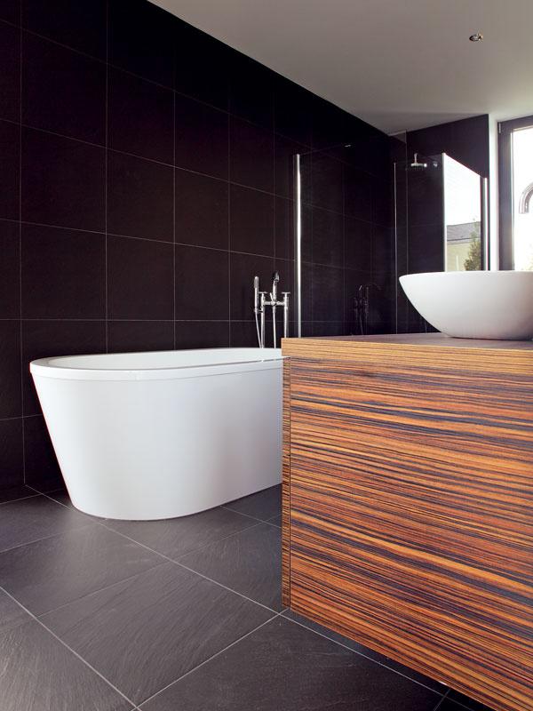 Precízne vyhotovené detaily a kvalita sú vjednoducho zariadenom priestore dôležité. Aj preto tu na nich nešetrili (sanita Villeroy & Boch).