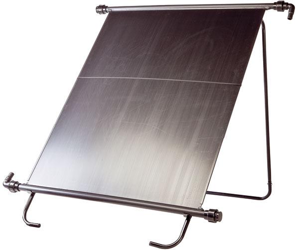 Solárne panely na ohrev vody vbazéne by mali so zemou zvierať uhol asi 45° amali by byť natočené na juh. Spožiadavkou na umiestnenie aorientáciu panelov je však dobré obrátiť sa na odborníkov.