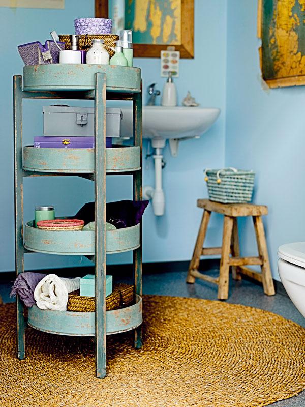 Praobyčajnú chladnú kúpeľňu zútulnite prírodnými doplnkami.