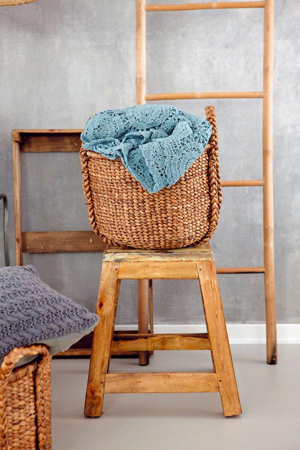 Rebrík či kôš sú nenahraditeľnými kúpeľňovými pomocníkmi. Kôš ukryje kopy špinavej bielizne a rebrík poslúži ako vešiak.