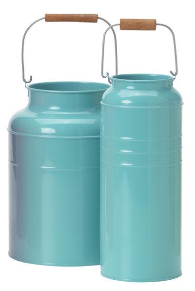 Socker, vázy vtvare kanvice na mlieko, modrá oceľ, masívna akácia, olej, výška 25 a27 cm, 11,99 €/2 ks, IKEA