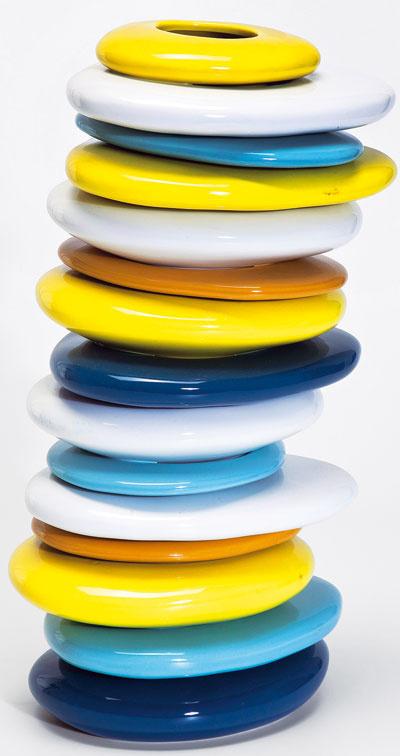 Pebbles Colore, váza zglazovaného dolomitu, výška 36 cm, 75,90 €, Kare, LightPark