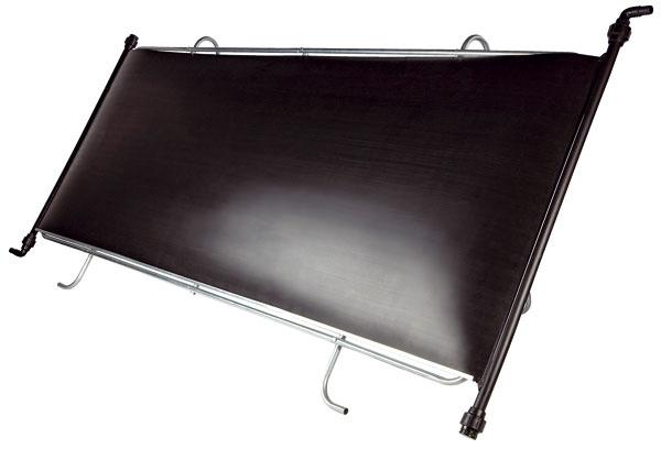 Solárny ohrev Slim od Marimexu pohlcuje tepelnú energiu slnečných lúčov aodovzdáva ju vode, ktorá panelom prúdi. Pomocou filtračného zariadenia sminimálnym výkonom 3 m³/h je voda zbazéna vháňaná do množstva malých obdĺžnikových trubičiek, zktorých je panel vyrobený, aohriata sa vracia do bazéna. Panel sa nemá používať, ak voda vbazéne presiahne 30 °C. Treba ho umiestniť tam, kde je aspoň 6 hodín slnečného svitu cez deň, pri šikmej inštalácii na streche, plote či ráme orientujte panel smerom na juh až juhozápad, voptimálnom sklone 30 až 40°. Inštalovať ho môžete aj na bočnú stenu bazéna, aj vprípade, ak je bazén kruhového tvaru, pretože panel je tvarovo prispôsobivý. Cena od 81 €
