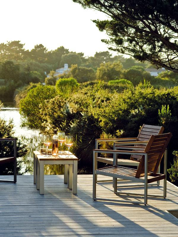 Večery na terase nad vodou spohárom dobrého vína aromantickým výhľadom na západ slnka tu patria kpríjemnému tráveniu leta.