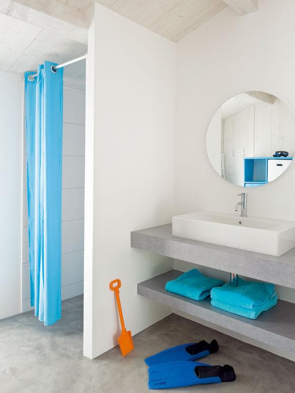 Priamo zpláže do sprchy – šikovné riešenie nielen pre deti.
