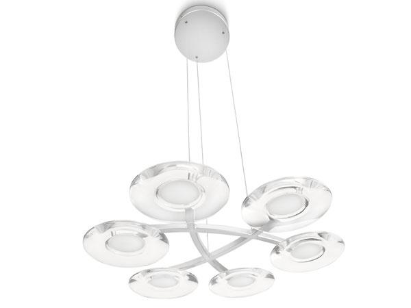 Ak je vaša predstava o svietidle predsa len trochu výraznejšia, siahnite po svietidle Hobbes od Philipsu. Ponúka jemnú nevtieravú extravaganciu a vďaka šiestim integrovaným LED svetelným zdrojom zabezpečí kvalitné svetlo pre váš domov. Hobbes bude od septembra dostupné už od 290€.