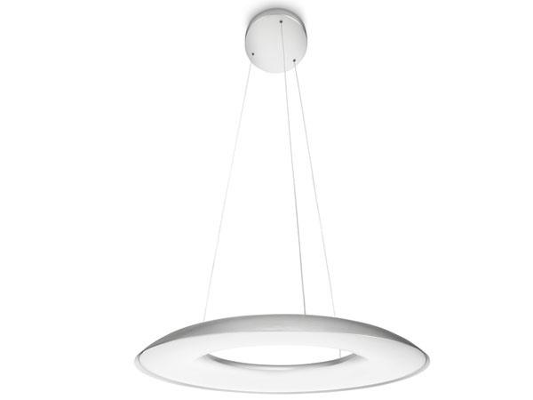 Jednoduchý, ale moderný dizajn oceníte aj u svietidla Fluck od Philipsu. Integrované LED svetelné zdroje vás odbremenia od neustáleho vymieňania žiaroviek a poslúžia až 20 rokov. Keď k nemu pridáte nástenný stmievač, o príjemnú atmosféru máte postarané. Fluck je získate už od 196 € v Jorviku.