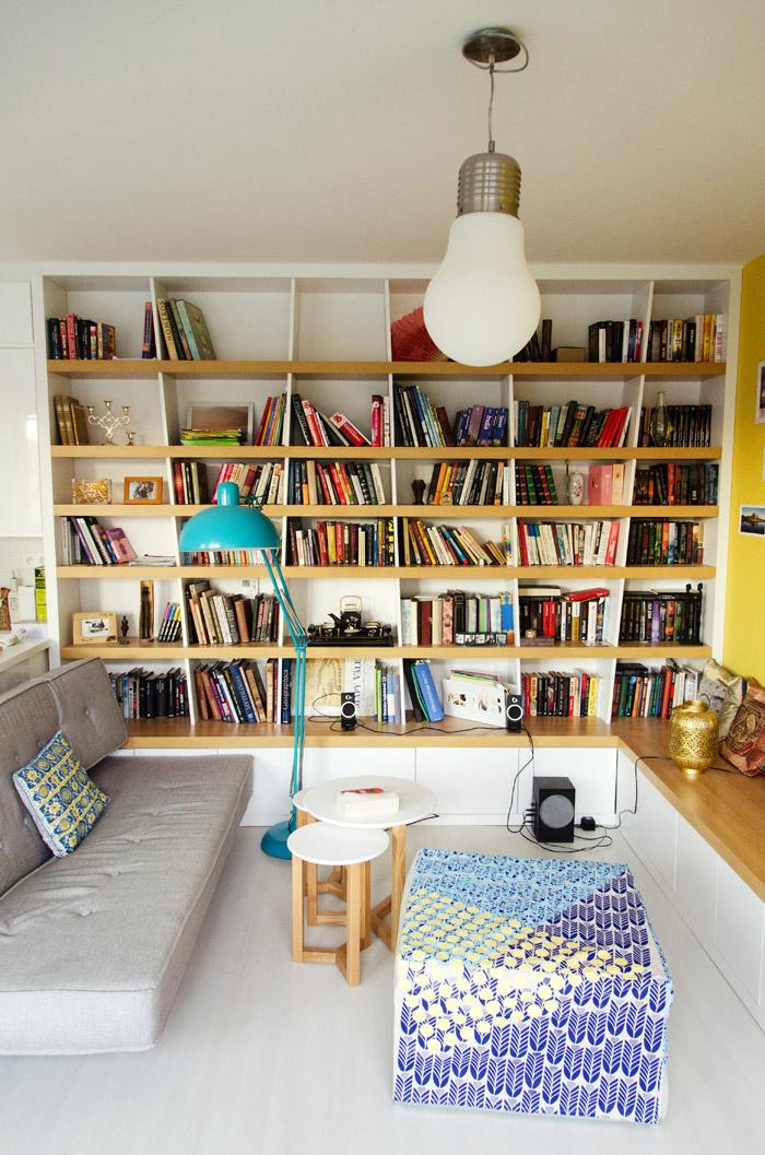 Dizajnový nábytok je drahá záležitosť, preto je priama spolupráca so stolárom menej finančne náročná, zároveň je každý kus nábytku originál.