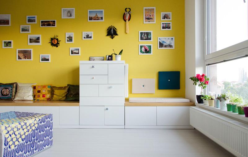 Optimistický interiér dvojizbového bytu v novostavbe