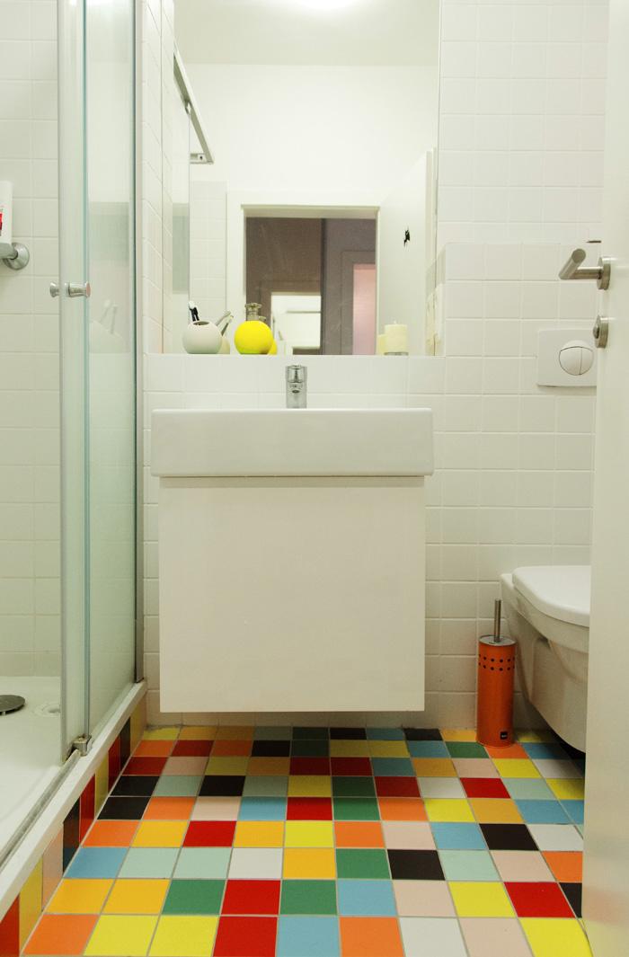 Mozaiková dlažba je optimistická a zjednodušuje výber ďalších doplnkov.