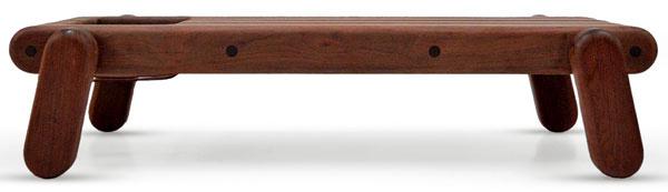 Limitovanú edíciu nábytku Inflated wood vytvoril dizajnér Zanini de Zanini zBrazílie pre firmu Cappellini. Zameral sa na moderné techniky tesárstva so snahou využiť nato cenné dedičstvo tradičnej remeselnej výroby, ktoré mu zanechal jeho otec, asnaží sa vyhnúť zbesnenému tempu priemyselnej výroby. Na výrobu využíva masívne drevo, ktoré získava zo starých trámov, schodov, zábradlia po demolácii starých domov v Brazílii.