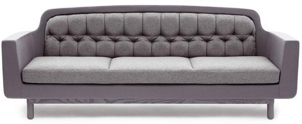 Dizajnér Simon Legald kombinuje v pohovke Onkel jednoduchosť moderného dizajnu s mäkkými krivkami starých časov. Materiál dodáva nádych zmyselnosti s odkazom na tradičný škandinávsky dizajn.