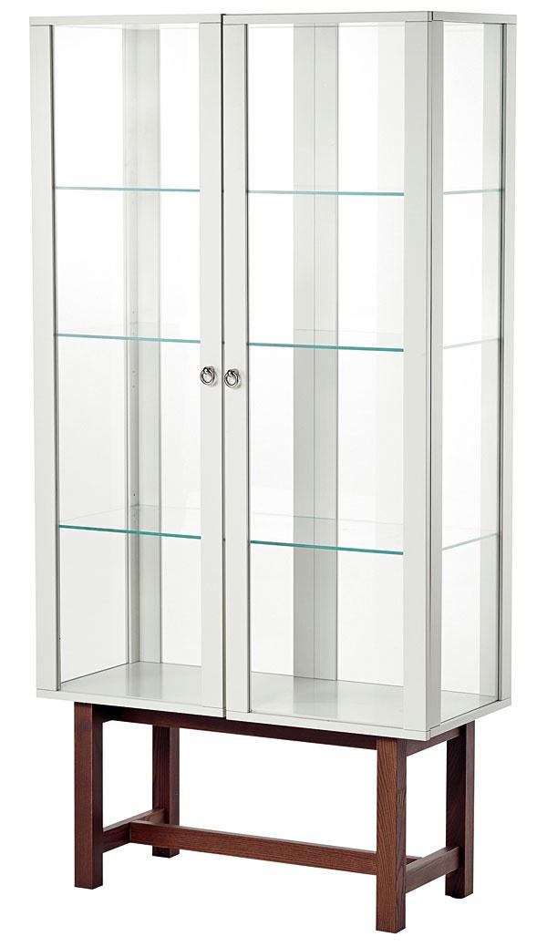 Stockholm, vitrína, masívny jaseň, drevovláknitá doska, tvrdené sklo, akrylová farba, 180 × 90 × 40 cm, 349 €, IKEA