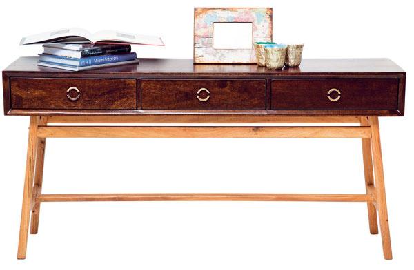East Side, konzolový stolík, agátové amangové drevo, lak, 150 × 40 × 78 cm, 999,90 €, Kare, Light Park