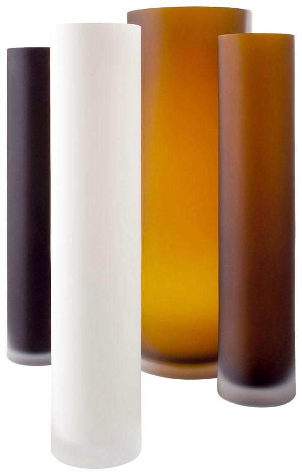Tubes, vázy zfúkaného matného skla, dizajn Monica Lubkowska – Jonas, 9,5/18 × 45/50 cm, 101 €/220 €, Ligne Roset